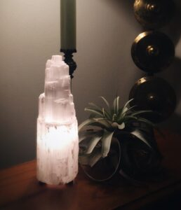 removing negative energy selenite lamp for space and energy clearing